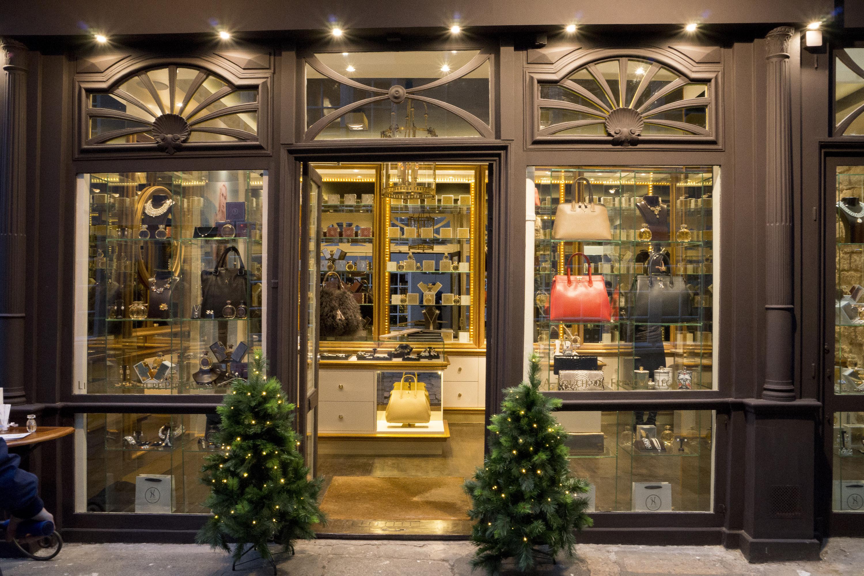 Petite touche de luxe chez Hayari Couture Rive Gauche, Paris 6ème