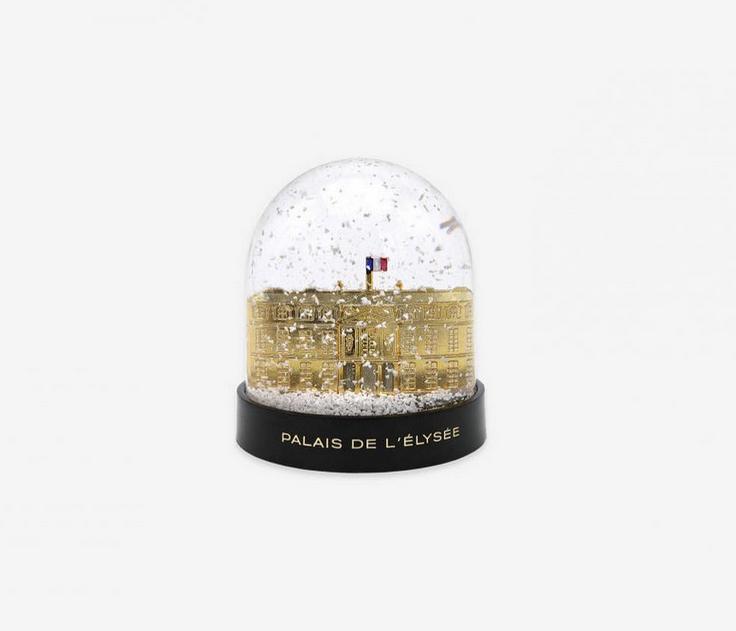 Les produits dérivés de l'Elysée en vente aux Galeries Lafayette (75)