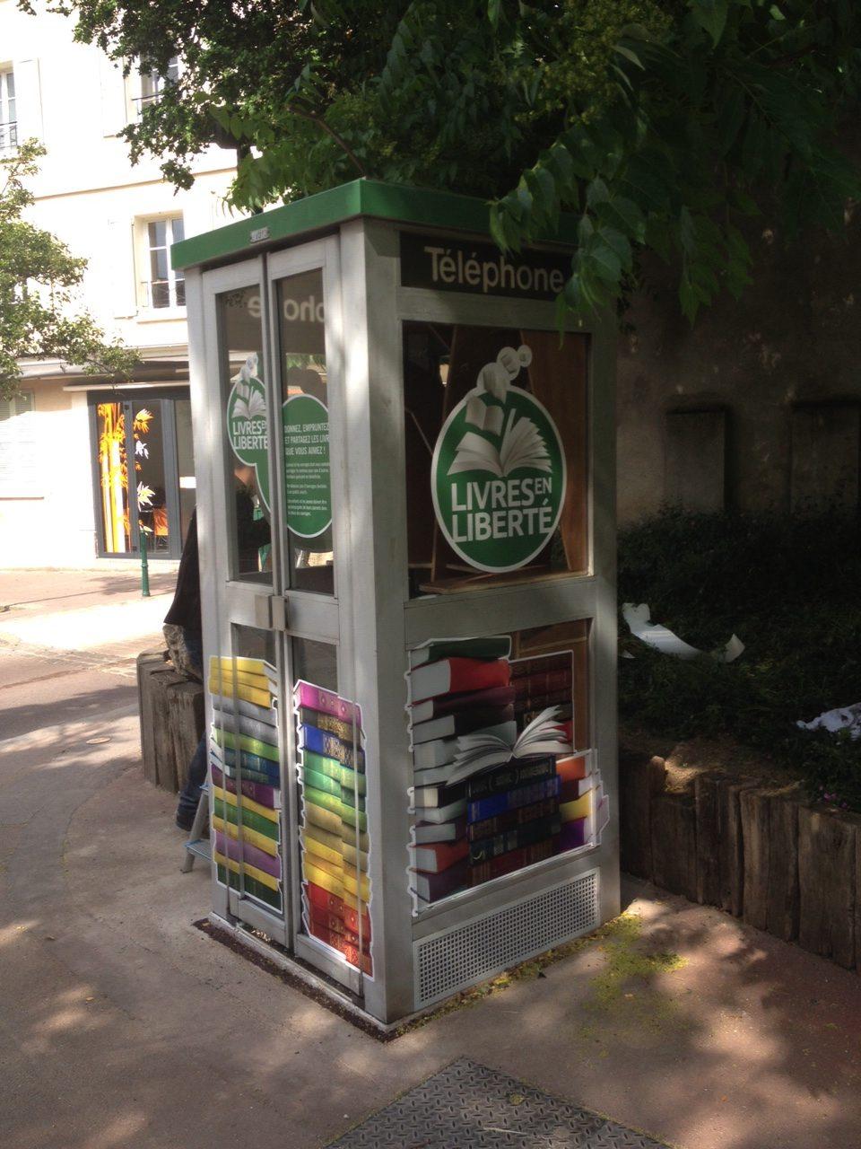 Rueil-Malmaison installe une bibliothèque-communautaire dans une cabine téléphonique (78)