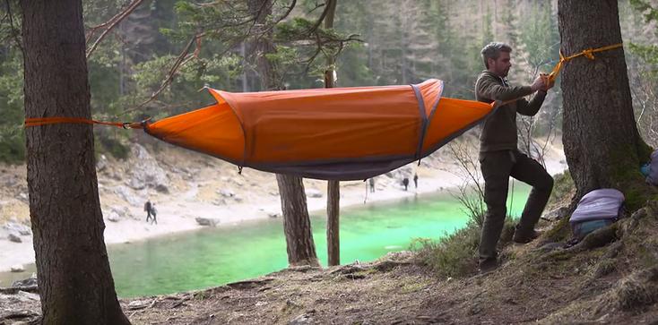 La Flying Tent : la tente qui se transforme en hamac et en poncho !