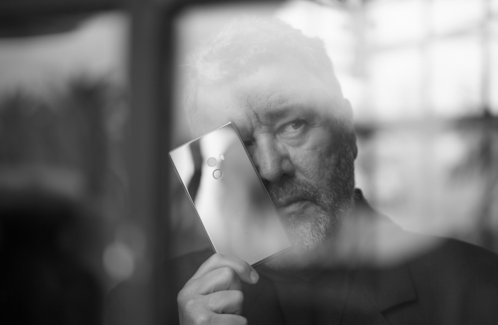 Philippe Starck invente « Mi Mix » le smartphone du futur