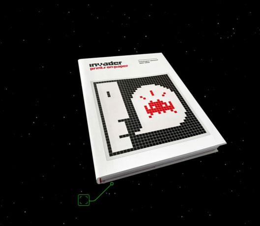 La réédition du dernier livre d'Invader est au bord du Canal (75)